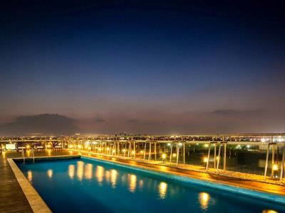 Fotograf as del hotel fiesta inn monterrey fundidora for Piscina isla leon