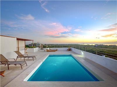 Fotograf as del hotel coral blue beach condohotel for Follando en la piscina del hotel