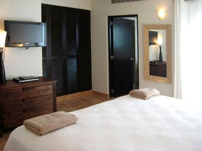 Three Bedroom Penthouse - Queen Size Bedroom