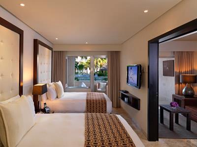 One Bedroom Suite Swim Up