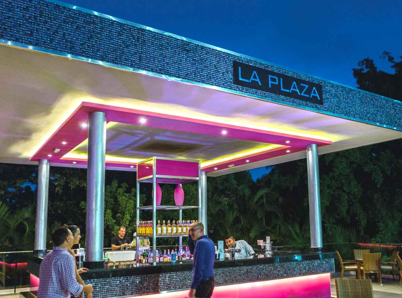 Bar La Plaza)