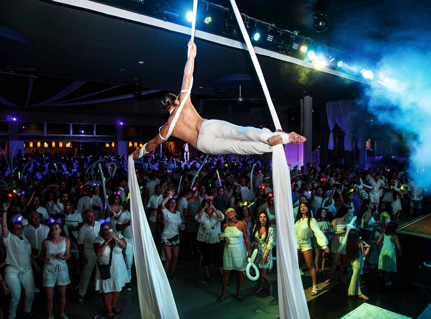 Riu Get Together Party - White Party)