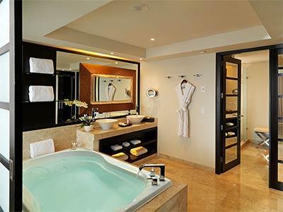 Una Habitación Master Suite Royal Service
