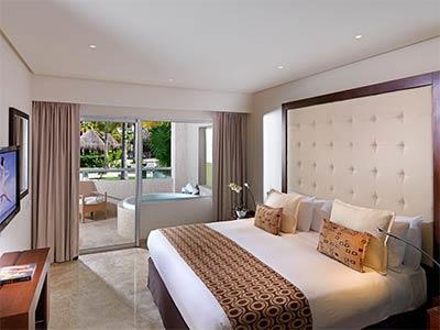Una Habitación Master Suite Swim Up Royal Service