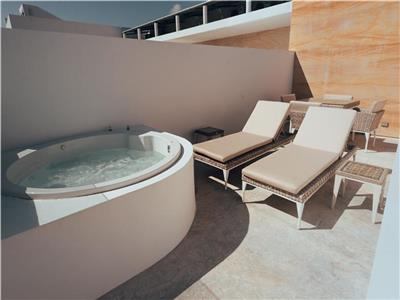 Two Bedroom Private Jacuzzi & Roof