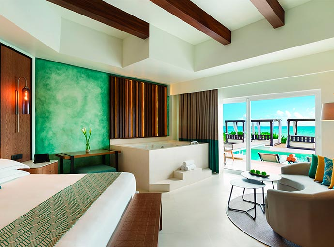 Junior Suite Swim-Up Oceanfront - 1 King Bed