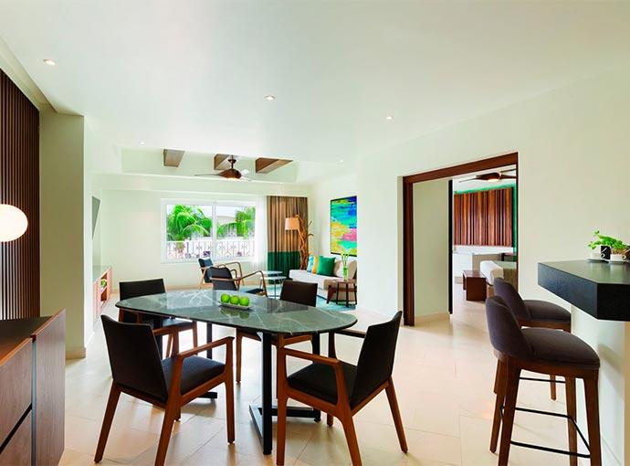 One Bedroom Suite Oceanfront - 1 King Bed