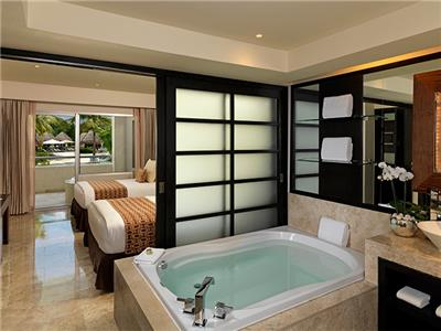 One Bedroom Suite Swim Up Family Concierge