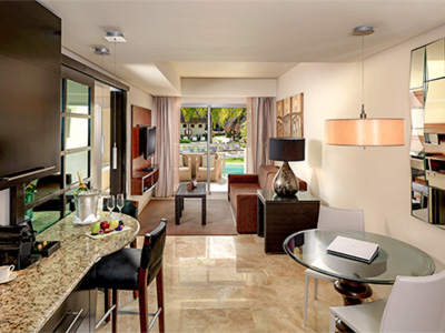 Una Habitación Suite Swim Up Family Concierge