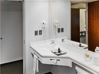 Guestrooms - Bath