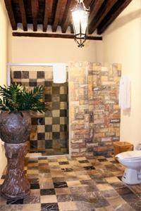 2 Queen Room - Bathroom