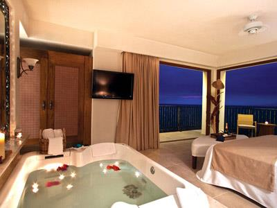 Almar Two Bedroom Solarium Suite Ocean View
