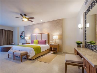 Almar One Bedroom Jacuzzi Suite