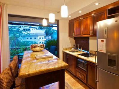 Suite - Cocineta y Barra Desayunadora