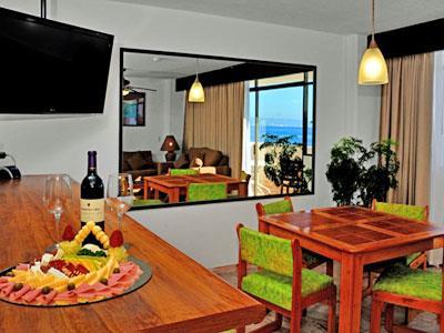 Suite de Una Recámara con Terraza frente al Mar - Comedor