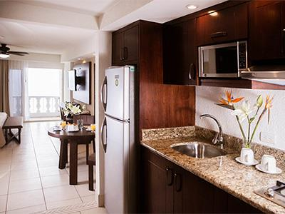 Ocean Front Premium Suite with Balcony and Breakfast