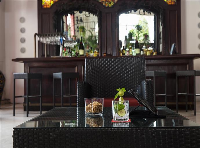 Le Caffe Lobby Bar