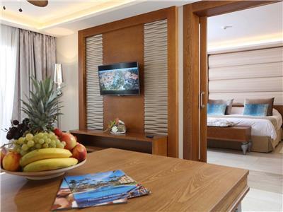 Mirage Club One Bedroom Suite with Outdoor Jacuzzi