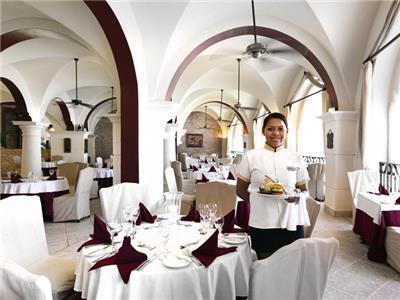 Restaurante La Comedie Occidental Caribe