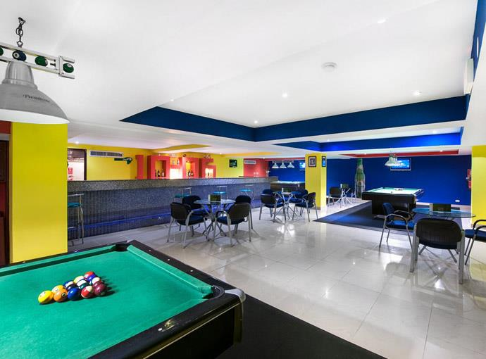 barcelo-punta-cana-sports-bar Occidental Caribe
