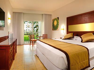 Fotograf as del hotel riu jalisco all inclusive for Habitacion familiar estandar