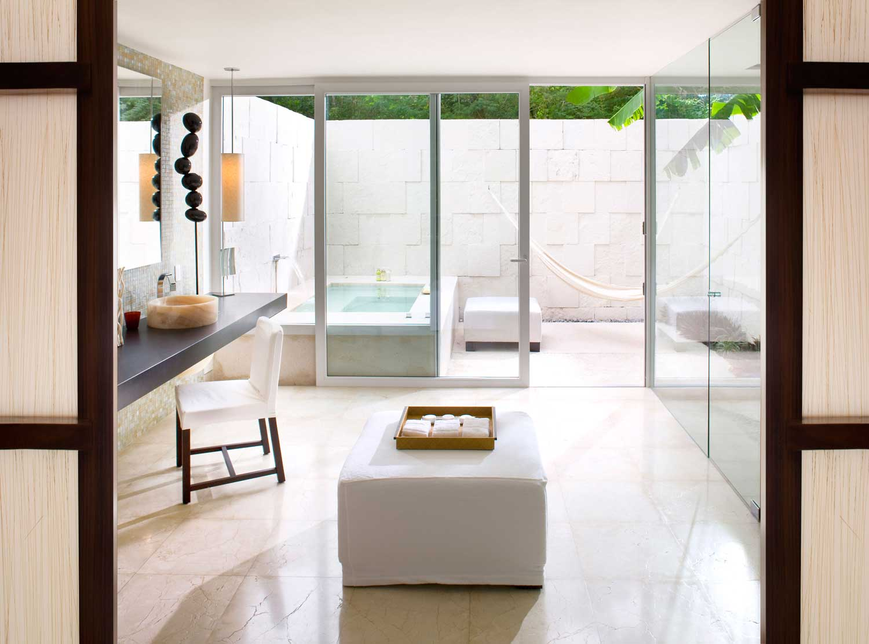 Deluxe Laguna - Spa Bathroom