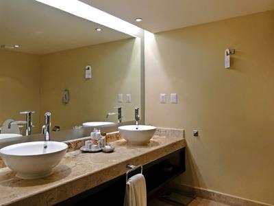 Deluxe - Bathroom