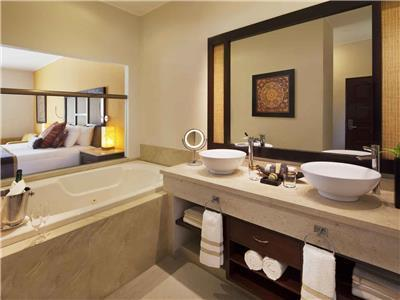 Jacuzzi Junior Suite - Bathroom