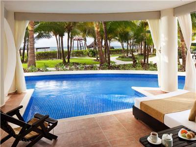Royal Swim Up Suite