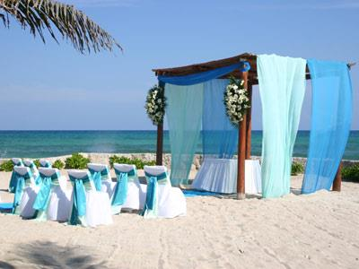 Wedding Facilities - Table Setting on the Beach