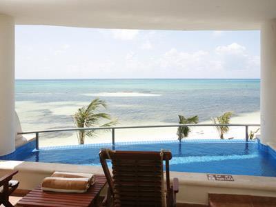 Private Pool Jacuzzi Suite