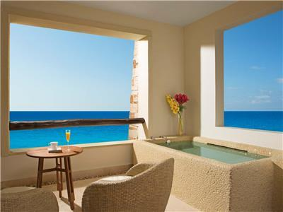Preferred Club Junior Suite Ocean Front King - Terrace