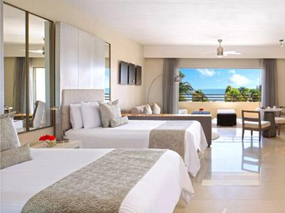 Preferred Club Junior Suite Oceanfront with 2 Double Beds