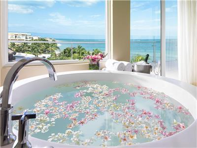 Honeymoon Ocean Front Jacuzzi Suite - Jacuzzi