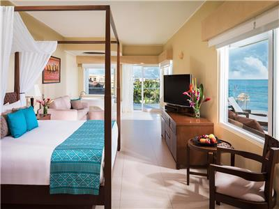 Honeymoon Ocean Front Jacuzzi Suite