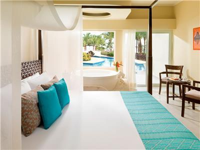 Jacuzzi Swim Up Junior Suite