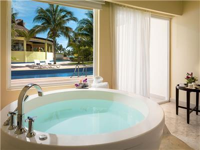 Luxury Jacuzzi Suite
