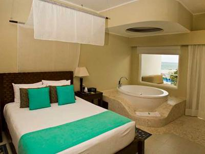 Luxury Jacuzzi Ocean View Suite