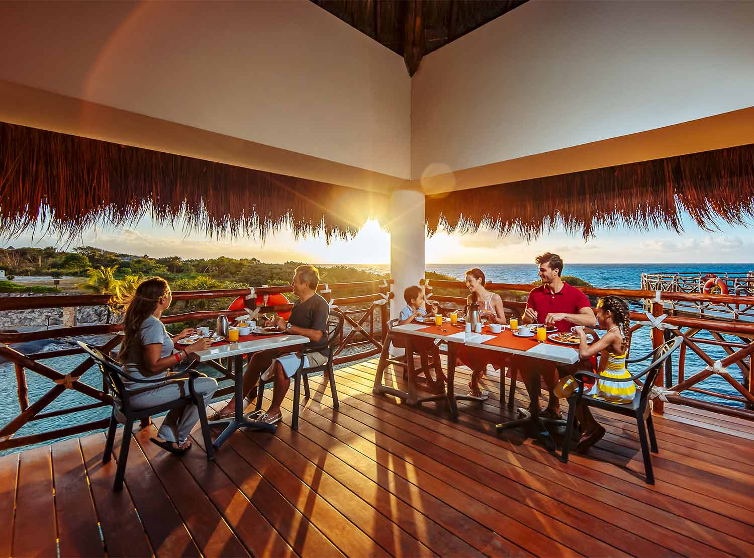 Bar Club de Playa Occidental at Xcaret Destination