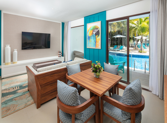 Swim Up Paradise Suite