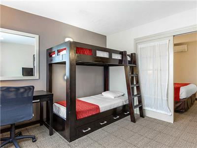 Suite King Bed With BunkBeds