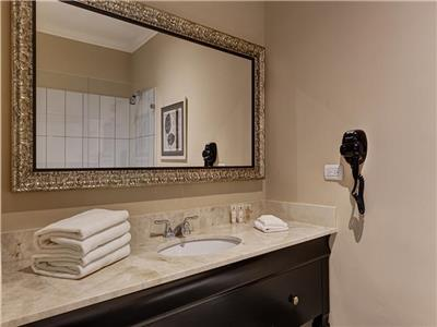 Junior Suite Double Queen - Bathroom