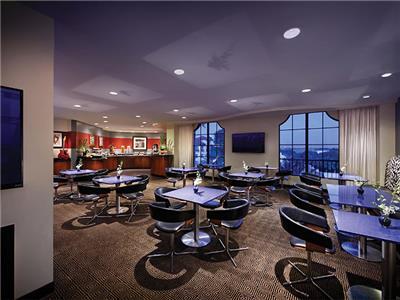 Lounge Club Level