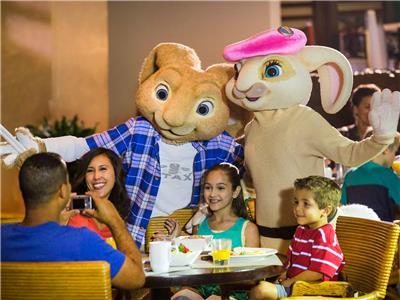 Cena con Personajes