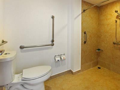 One villahermosa centro oferta habitaciones desde 815 for Bano discapacitados