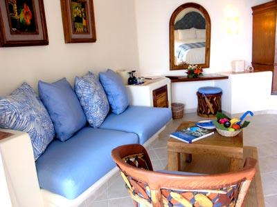Deluxe Room - Living Room Area