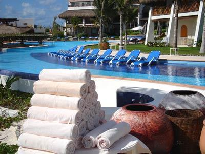 Pool - Towel Service