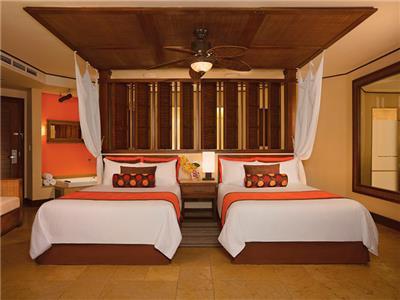 Premium Deluxe Ocean View - Two Beds